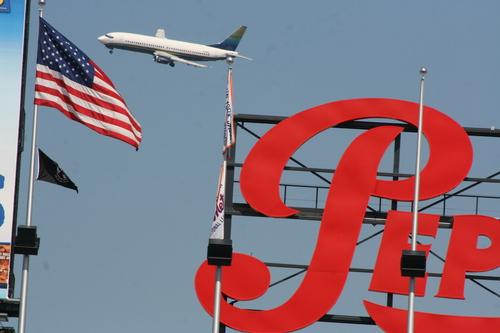 wow a plane that close to a baseball stadium?