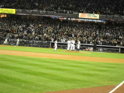 Mariano about to step on the mound.