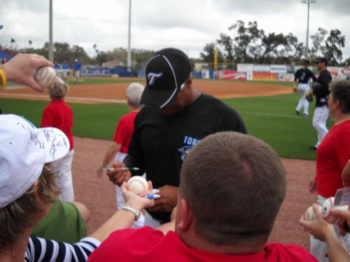 Vernon Wells signing